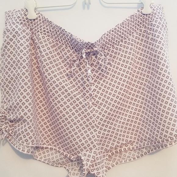GAP Pants - Gap light weight small floral design shorts